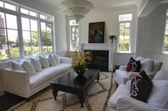black and white living room : P2 Design Inc.