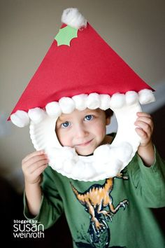 Santa craft made with paper plate, cotton balls and paper...cute for photos! via Susan Weinroth