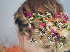 Accessorising your wedding hair with flowers is a big thumbs up in our book, and that doesn't mean cream spray roses is your only option. There are limitless combinations and an opportunity to create a totally unique one off look by using your imagination. This look is rustic, organic and about as far away from …