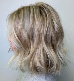 50 Medium Haircuts for Women That'll Be Huge in 2020 - Hair Adviser Medium Short Haircuts, Cute Hairstyles For Medium Hair, Medium Hair Cuts, Medium Hair Styles, Curly Hair Styles, Cool Hairstyles, Layered Haircuts, Wedding Hairstyles, Braided Hairstyles