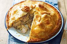 Want to make a dinner they ll remember Whip up this hearty chicken bacon and mushroom plate pie complete with homemade shortcrust pastry for a comforting family meal This mouth-watering pie serves people and takes only and 25 mins to make Empanadas, Pastry Recipes, Cooking Recipes, Oven Recipes, Easy Cooking, Cooking Ideas, Bread Recipes, Chicken And Mushroom Pie, Bacon Mushroom
