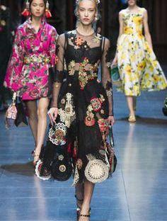 WORLD FASHION News&TRENDS. DOLCE GABBANA One My Favourite Famous DESIGN. LoVe&ENJOY. FOLLOW Fashion.  Smile VOGUE.com