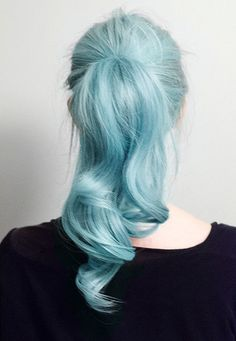 Dye your hair simple & easy to ombre Electric hair color - temporarily use ombre pink hair dye to achieve brilliant results! DIY your hair ombre with hair chalk Curly Hair Ponytail, Ponytail Hairstyles, Pretty Hairstyles, Barbie Ponytail, Style Hairstyle, Hairstyles Haircuts, Barbie Hairstyle, Ponytail Girl, Beach Hairstyles