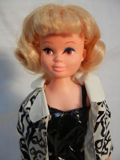 Betsy Teen - Barbie Clone in Hottest Raincoat - issues HTF outfit