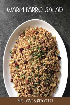Warm Farro Salad: Perfect for Fall This Warm Farro Salad combines this ancient grain with cranberries, walnuts and parsley to create such a simple side dish! Perfect for holiday entertaining or every day dining. Farro Recipes, Pasta Salad Recipes, Vegetarian Recipes, Healthy Recipes, Farro Salad, Couscous, Lentil Salad, Arugula Salad, Quinoa Salad