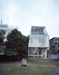 Small House by Kazuyo Sejima / Tokyo, Japan Tokyo Architecture, Japanese Architecture, Contemporary Architecture, Interior Architecture, Ryue Nishizawa, Beautiful Buildings, Creative Design, Exterior, House Tokyo