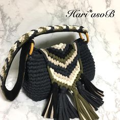 Marvelous Crochet A Shell Stitch Purse Bag Ideas. Wonderful Crochet A Shell Stitch Purse Bag Ideas. Bag Crochet, Crochet Clutch, Crochet Handbags, Crochet Purses, Love Crochet, Knitting Designs, Crochet Designs, Crochet Patterns, Diy Handbag