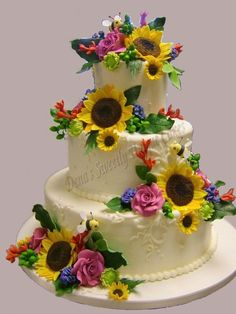 sunflowers and roses on this cake