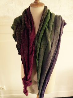 Mooie shawl gebreid van Unicat garen Kleur : boerentuin Patroon: Groovy. Annie Lee- Baker
