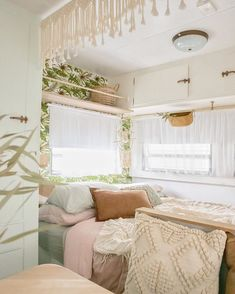 These 11 awesome RV makeovers are packed with ideas to help make your home beautiful. RV living is the ultimate in mobile home living. Caravan Makeover, Caravan Renovation, Rv Makeover, Vintage Caravans, Vintage Trailers, Vintage Campers, Vintage Caravan Interiors, Bus Living, Caravan Living