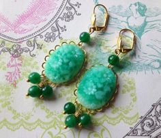Vintage japanese cabochon green jade earrings  di Sofiasbijoux, €32.00