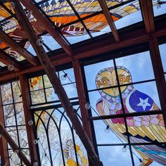 Stained Glass Cabin Offers Colorful Oasis Hidden in the Woods Stained Glass Designs, Stained Glass Art, Stained Glass Windows, Mosaic Glass, Glass Cabin, Glass House, Glass Ceiling, Glass Wall Art, Oasis