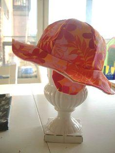 Ohje kesäiseen lierihattuun kuudella lakikolmiolla - Hatuttaako? - Vuodatus.net Hat Making, Diy And Crafts, Hats, Decor, Sewing Ideas, Decoration, Hat, Decorating, Hipster Hat
