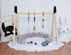 Holzspielzeug - Babygym schwarz mit 3 Anhängern Silikon Holz perle - ein Designerstück von MyDIYLove bei DaWanda