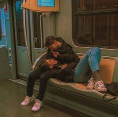 This is one of the biggest turn-offs for guys regardless of age and race. This list of turn-offs for guys won't be complete if I didn't add. Cute Couples Photos, Cute Couple Pictures, Cute Couples Goals, Couple Goals Teenagers, Cute Couple Things, Couple Ideas, Romantic Pictures, Sweet Couple, Couple Gifts