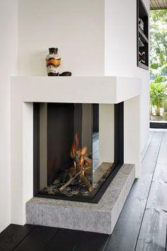 Top 70 Best Corner Fireplace Designs - Angled Interior Ideas Don't have the full for a full-scale fireplace? Discover the top 70 best corner fireplace designs featuring luxury angled interior ideas and inspiration. Fireplace Mantel Decor, Fireplace Modern Design, Living Room With Fireplace, Fireplace Furniture Placement, Fireplace Design, Contemporary House, Contemporary Cottage, Modern Fireplace, Modern Fireplace Decor