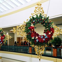 Commercial Holiday Displays, Commercial Christmas Decorations, Commercial Holiday Display, Commercial Christmas Displays - Champion Studios Online - Commercial Wreaths