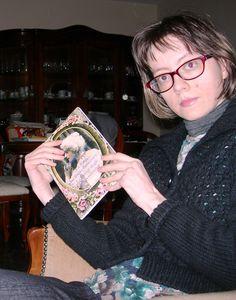 Cardigan nero traforato Sisley, vestito corto a fiori Camilla, pantaloni ampi blu scuro Euforia...