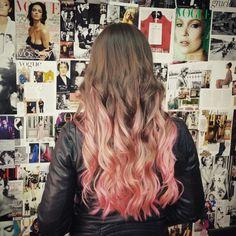 Pink Balayage.  #estilismo #peluqueria #belleza #pelo #moda #tendencias #estilo #mechas #balayage #californianas #ELUMEN #pelobrillante #style #fashion #trends #hairstyle #waves #highlights #hair #hairdresser #haircolor #elumengijon #elumenasturias #pinkhair #pinkhighlights