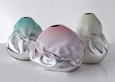 """Amazing artworks by celebrated contemporary glass artist Jeff Zimmerman. """"His sculptures and functional pieces exploit techniques of advanced glassmaking and the defining properties of glass… Glass Artwork, Cool Artwork, Vases, Art Et Design, Grid Design, Hippie Stil, Organic Sculpture, 3d Prints, Glass Vessel"""