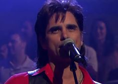Full House - Jesse and the Rippers reunite for performance on Jimmy Fallon. Video