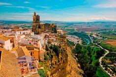 """Turismo provincia de Cádiz on Instagram: """"¿Sabíais que si Vivaldi tuviera que hacer ahora Las Cuatro Estaciones se haría un lío de gran categoría? Aquí en Arcos de la Frontera,…"""" Monument Valley, Places To Go, Nature, Travel, Instagram, Arches, Parking Lot, Tourism, Naturaleza"""