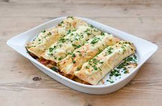 Low calorie meals: More than 160 family dinners under 500 calories 234 fat per portion!Easy, quick and with just a few simple ingredients, these chicken enchiladas will make your meal times a little bit special. Get the recipe: Chicken enchiladas 500 Calorie Dinners, Dinners Under 500 Calories, Low Calorie Recipes, Healthy Recipes, Diet Recipes, Healthy Dinners, Healthy Foods, Fajita Spices, Chicken Recipes