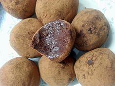 Trufa de Chocolate com 3 Ingredientes Mas fácil que isso impossível, aprenda a fazer trufa de chocolate com apenas 3 ingredientes, aproveite a pascoa para fazer essa maravilha. Ingredients 5 colheres (sopa) de leite em pó desnatado 4 colheres de cacau em pó 1 colher (chá) de iogurte desnatado A…