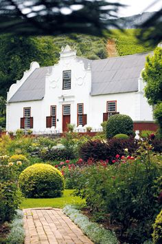 The homestead-Old Nectar, Jonkershoek Valley (Stellenbosch area) Cape Dutch-style South Africa Most Beautiful Cities, Beautiful Homes, Holland, Cape Dutch, Dutch House, Le Cap, Dutch Colonial, Out Of Africa, Cape Town