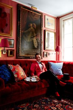 If you're a fan of interior decorating, and unless you live under a rock, you've no doubt heard of the passing of design legend Mario Buatta. Best Bed Sheets, Mario Buatta, Bedroom Red, Red Bedrooms, Interior Decorating, Interior Design, Cool Beds, Architectural Digest, My Living Room
