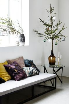 Mooie #vaas met een minimalistische en stijlvolle #kerstboom. Prachtig!