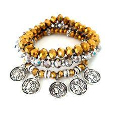 KIT PULSEIRAS MEDALHAS BOHO CHIC <br>Pulseiras de silicone com strass e melhadas/entremeios de metal <br> <br>Quem ganha destaque são as bijoux com mood Oriental - entenda Turquia, India, Marrocos.