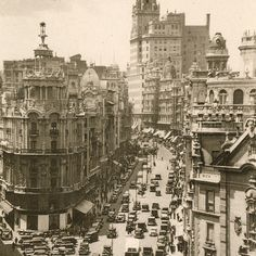 A long time ago in gran via Madrid #trips #travel #spain #culture #gastronomy #madrid #activities #experience #locals #locallife #tourism  #yuniqtrip #trip #thingstodoinspain #enjoy #visit #visitspain #traveling #vacation #visiting #holiday  #enjoyMadrid #experiences #rural #spain #tourism #localartist #locallife #touristic