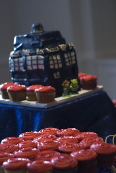 12 deliciously geeky wedding cakes