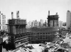 Edifício Copan em construção, São Paulo, 1952 / Oscar Niemeyer