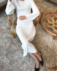 gorgeous silhouette- white knee length knit dress