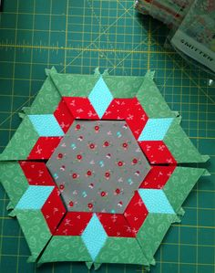 Smitten quilt by Lucy Carson Kingwell. Smitten Lrg Hexagon One A