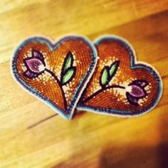 Earrings made by Bead artist Summer Peters (Ojibwe)… Loom Beading, Beading Patterns, Beading Ideas, Peyote Patterns, Native Beadwork, Native American Beadwork, Beadwork Designs, Bead Sewing, Beading Projects