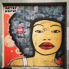 Un classique avec cette belle africaine par l'homme aux 5 bandes #artofpopof #streetartist #streetart #streetartmontreuil #graffiti #wall #wallpornart #urbanartist #urbanart 11 rue Edouard Vaillant #montreuil
