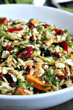 This Mediterranean orzo salad is perfect for taking on the go. From beach picnics to lunch boxes for the work week, this salad is perfect for making ahead. Orzo Salad Recipes, Pasta Salad, Pasta Recipes, Chicken Recipes, Lunch Recipes, Vegetarian Recipes, Dinner Recipes, Greek Orzo Salad, How To Cook Orzo