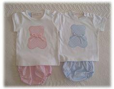 Estos conjuntos son para dos bebés. Son dos primitos niño y niña, y sus mamas querían unos conjuntos sin muchos colores y que quedaran muy d...