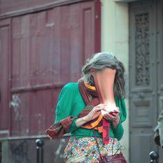 Wie moderne Technologie unsere Energie absaugt (Fotoshow)  -Antonie Geiger ist ein 20-jähriger Fotograf aus Frankreich, der fabelhaft darstellt, wie die Elektronik uns das Leben aussaugt. Sie verbraucht unsere Aufmerksamkeit (Energie), trickst uns aus, und ...