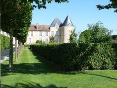 Ch. d'Yquem Bordeaux, Vineyard, Mansions, House Styles, Home Decor, Mansion Houses, Decoration Home, Manor Houses, Villas