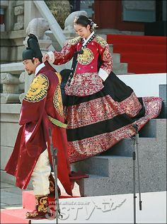 Korean Traditional Dress, Traditional Fashion, Traditional Dresses, Korean Dress, Korean Outfits, Dong Yi, Modern Hanbok, Culture Clothing, Korean Actresses
