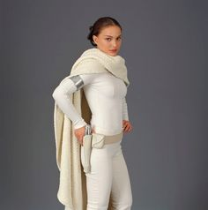the drape! the cozy factor! perfect cape is perfect (from Confessions of a Seamstress: The Costumes of Star Wars - Padme Amidala) Natalie Portman Natalie Portman Star Wars, Star Wars Padme, Star Wars Characters, Star Wars Episodes, Female Characters, Fantasias Star Wars, Reina Amidala, Costume Star Wars, Star Wars