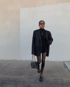 5 Classic Pieces You Should Never Purge From Your Closet - - There are certain items you'll always regret getting rid of. Keep reading to find out the five classic fashion investments you should never purge. Mode Outfits, Winter Outfits, Casual Outfits, Fashion Outfits, Fashion Hacks, Urban Style Outfits, Insta Outfits, Black Outfits, All Black Outfit