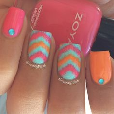 These nails are so cute for the Summer, just throw on a cute summer dress with these nails, and you're ready to party!!! ♥♥♥