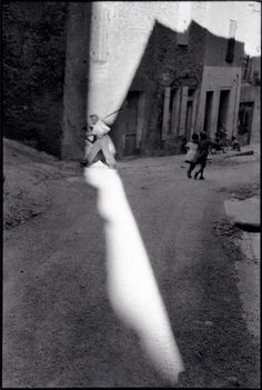tarascon, france, 1959 photo by henri cartier-bresson/ magnum photos, from henri cartier-bresson: europeans Henri Cartier Bresson, Richard Avedon, Ansel Adams, Magnum Photos, Candid Photography, Street Photography, Classic Photography, Minimalist Photography, Urban Photography