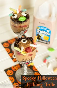 These Easy Halloween Desserts – Spooky Pudding Cup Trifle with TruMoo are the easiest little kid craft for a simple Halloween Party! And oh so  yummy too!