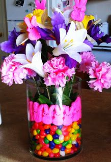 Cute and easy DIY #Easter decoration using peeps and jelly beans for a fun spring vase!